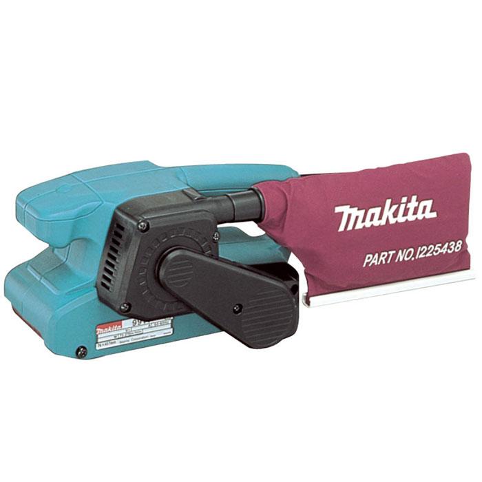 Шлифмашина ленточная Makita 9911116498Ленточная шлифмашина Makita 9911 - незаменимый помощник при изготовлении корпусной и мягкой мебели, подгонке и фасовке деревянных деталей филенчатых дверей, при изготовлении окон, половой доски, вагонки, блок-хауза. аленькая длина (260 мм) и легкий вес инструмента позволяют подобраться в самые труднодоступные места, в том числе и в угловые стыки собранных узлов деталей мебели, окон, дверей и других изделий. Опилки, пыль и мелкий сор по специальному пылеотводу собираются в пылесборник, входящий в комплект шлифмашины Makita 9911. Прочный сетевой шнур с двойной изоляцией длиной 2,5 м обеспечивает шлифовальным машинам этой серии длительный срок службы и возможность работы с незаземленных розеток столярных цехов. Кроме крупных деревообрабатывающих цехов и комбинатов, строительных организаций, мелких и среднихпредпринимателей, легкую и удобную в работе шлифмашину этой модели сегодня можно встретить практически в каждом частном дворе, фермерском хозяйстве или на дачном участке. С ней удобно сгладить все неровности и шероховатости, подготовитьпрямые и фигурные участкидеревянныхизделий под покраску или лакировку, в том числе в разных уступах и под буртиками.