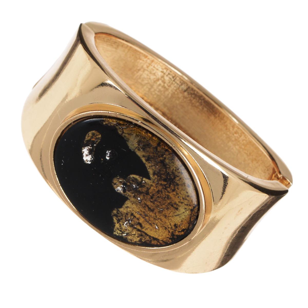 Браслет AtStyle247, цвет: золотой. T-B-8548-BRAC-GOLD.BLACKБраслет для шармовШикарный женский браслет AtStyle247 изготовлен из металла золотого цвета. Модель оформлена посередине крупной вставкой из пластика, стилизованной под камень. Браслет застегивается при помощи шарнирного замка. Прочный каркасизделия защищает его от различных механических повреждений.Это роскошное украшение подчеркнет ваш отменный вкус и эффектно дополнит модный образ.