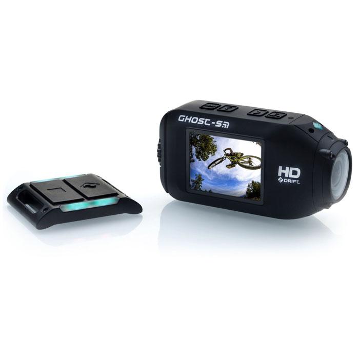 Drift HD Ghost-S экшн-камераHD Ghost-SЭкшн-камера Drift Ghost-S предназначена именно для видеосъемки в экстремальных условиях. Место и время, когда можно использоватьэкстрим-камеру, зависит только от вашей фантазии. Камера может записывать видео на скорости до 60 кадров в секунду при максимальномразрешении Full HD или до 240 кадров в секунду при WVGA-разрешении, что позволит проанализировать мгновенные события, просмотрев видеов замедленном режиме. Кроме того, экшн-камера умеет делать фото со скоростью до 10 кадров в секунду. Дистанционное управление двумяспособами: с помощью iPhone / устройств на Android или же за счет беспроводного пульта ДУ. Встроенная Wi-Fi связь дает возможностьсинхронизировать между собой работу до 5 аналогичных камер, что позволит одновременно запускать все синхронизированные камера нажатиемкнопки на одной из них и получать тем самым изображение события с разных ракурсов. Drift Ghost-S обладает одним из самых качественныхобъективов среди экшн камер на сегодняшний день. В его конструкции применено целых 7 асферических линз, что расширяет угол обзора до 160градусов, благодаря чему в поле зрения камеры попадает всё, что мы видим. При этом угол обзора можно уменьшать до 127 или 90 градусов,чтобы получать четкие изображения, например, при съемке отдельных предметов, когда не требуется получение панорамного изображения. Длямаксимально реалистичной и четкой картинки как при съемке в воздухе, так и под водой, объектив оснащен плоским защитным стеклом. Записьна скорости 240 кадров в секунду будет особенно полезна экстремалам - повышенная частота кадров позволяет записать качественное и плавноевидео при любых рывках и резких поворотах видеокамеры, например, во время мотогонок или скоростного спуска на горных лыжах. ФорматWVGA с разрешением 848x480 пикс., кроме высокой скорости кадров, предоставляет возможность экономить место на карте памяти, чтонемаловажно в походных условиях. На карту памяти microSD 64 Гб в различных режимах поместится от 9,5 до 29 ч