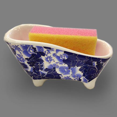 Набор для мытья посуды Besko Фиолетовый мрамор, 2 предмета. 532-153532-153Набор для мытья посуды Besko Фиолетовый мрамор состоит из подставки и губки. Подставка выполнена из фарфора в виде ванночки на четырех ножках. Губка идеально впитывает влагу и деликатно очищает поверхность, не царапая ее. Для удобства применения с одной стороны губки нанесен абразивный слой зеленого цвета.