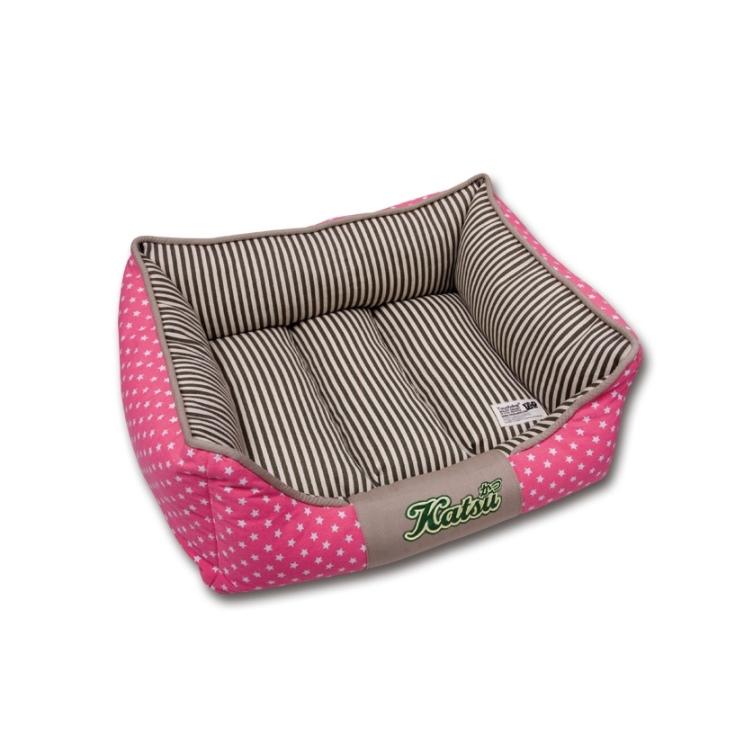 Лежак для собак Katsu Америка, цвет: бежевый, розовый, 60 см х 60 см х 19 см54862Мягкий и уютный лежак для собак Katsu Америка обязательно понравится вашему питомцу. Лежак выполнен из плотного материала. Внутри - мягкий наполнитель, который не теряет своей формы долгое время. Съемная внутренняя подушка, украшенная принтом в полоску, представляет собой три мягких валика. Внешние стенки оформлены звездочками. Высокие борта лежака обеспечат вашей собаке уют и комфорт. Дно изделия оснащено противоскользящей вставкой.За изделием легко ухаживать, можно стирать вручную или в стиральной машине при температуре 40°С.