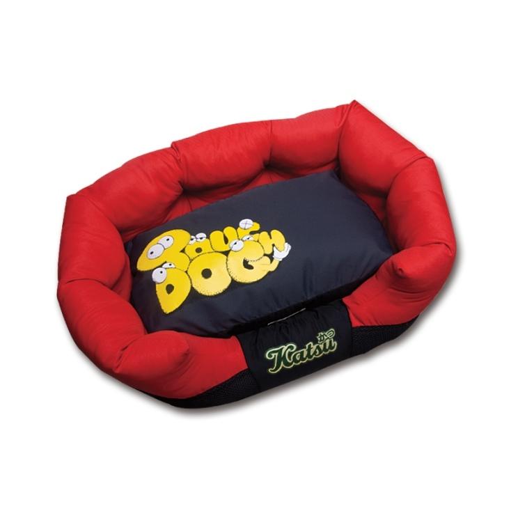 Лежак для собак Katsu Фанни, цвет: красный, 60 см х 60 см х 19 см54866Мягкий и уютный лежак для собак Katsu Фанни обязательно понравится вашему питомцу. Лежак выполнен из плотного материала. Внутри - мягкий наполнитель, который не теряет своей формы долгое время. Изделие имеет съемную внутреннюю подушку. Высокие борта лежака обеспечат вашей собаке уют и комфорт. Дно изделия оснащено противоскользящей вставкой.За изделием легко ухаживать, можно стирать вручную или в стиральной машине при температуре 40°С.