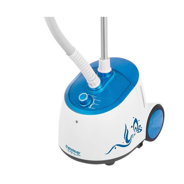 Endever Odyssey Q-306, White Blue отпариватель для одеждыQ-306Отпариватель Endever Odyssey Q-306 прекрасно подходит для разглаживания легких и средних тканей: от хлопка, синтетики, шелка до меха и кожи. Позволяет быстро и с минимальными усилиями отпарить любые предметы одежды: платья, брюки, блузы. Особенно удобен для ухода за вещами со сложными элементами фасона или отделки: карманами, манжетами, кружевами, складками, расшитые бусинами, бисером, пайетками и т.д. Такие вещи очень красивы и оригинальны, но невероятно трудны в уходе. И только благодаря применению отпаривателя, приобретают идеальный вид за считанные минуты.