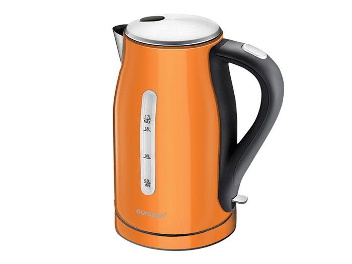 Oursson EK1760M/OR, Orange электрочайникEK1760M/OR OrangeЧайник EK1760M – это стильная яркая модель от компании Oursson. Он изготовлен из высококачественной пищевой нержавеющей стали, непритязателен в уходе, и прекрасно выглядит, поскольку представлен в четырех ярких цветах.Чайник рассчитан на подогрев большого объема воды. Модель оснащена специальным фильтром, который не позволит накипи попасть в чашку. Чайник прост в эксплуатации, имеет высокий уровень безопасности и оснащен автоматическими системами защиты. Чайник просто не включится без необходимого количества воды, а также автоматически выключится после закипания воды. Корпус чайника свободно вращается на 360 градусов, что гарантирует удобство в эксплуатации. Эта модель для тех, кто ценит изящество форм и надежность.