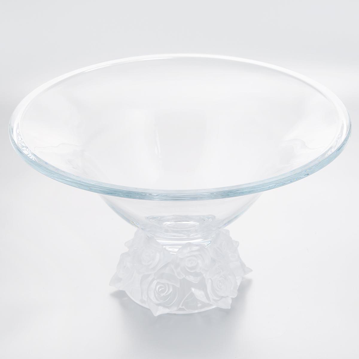 Ваза для фруктов Crystalite Bohemia Роза, цвет: белый, диаметр 35,5 см69519/1/72E13/355SИзящная ваза для фруктов Crystalite Bohemia Роза изготовлена из прочного утолщенного стекла кристалайт. Ваза имеет оригинальную форму в виде большой чаши, что делает ее изящным украшением праздничного стола. Она красиво переливается и излучает приятный блеск. Основание из цветного матового стекла декорировано рельефом в виде роз. Изделие прекрасно подходит для сервировки фруктов, конфет, пирожных и т.д. Ваза для фруктов Crystalite Bohemia Роза - это изысканное украшение праздничного стола, интерьера кухни или комнаты. Такая ваза станет желанным и стильным подарком.Не использовать в посудомоечной машине и микроволновой печи.