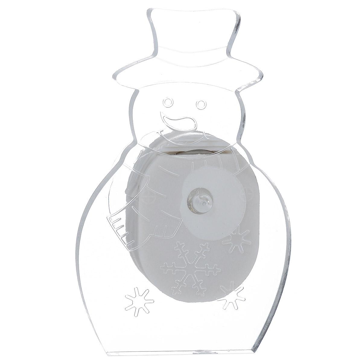 Фигурка Lillo Снеговик, с подсветкой, 4,5 х 7,5 смLS-0030Фигурка Lillo Снеговик изготовлена из прозрачного пластика. Изделие выполнено в виде снеговика и оснащено присоской. Подсветка включается с помощью переключателя сбоку фигурки. Свечение плавно переходит из одного цвета в другой. Красивая фигурка ярко дополнит интерьер дома, офиса или детской в преддверии Нового года.Размер фигурки: 4,5 см х 7,5 см.