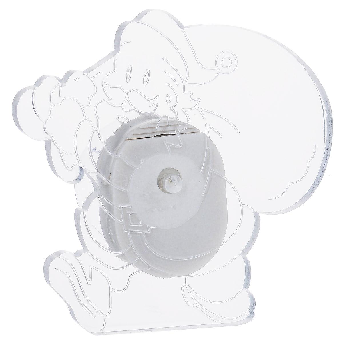 Фигурка Lillo Санта Клаус, с подсветкой, 7,5 см х 7,5 смLS-0159Фигурка Lillo Санта Клаус изготовлена из прозрачного пластика. Изделие выполнено в виде Санта Клауса с мешком подарков и оснащено присоской. Подсветка включается с помощью переключателя сбоку фигурки. Свечение плавно переходит из одного цвета в другой. Красивая фигурка ярко дополнит интерьер дома, офиса или детской в преддверии Нового года.Размер фигурки: 7,5 см х 7,5 см.