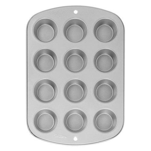 Все формы коллекции Recipe Right сделаны из толстостенной стали, что обеспечивает равномерное распределение тепла и прекрасно пропеченную выпечку с коричневой корочкой. Антипригарное покрытие позволяет легко доставать изделие из формы и минимизирует чистку. Материал: сталь.