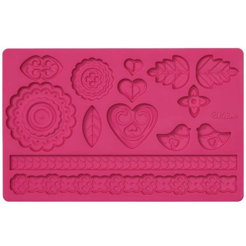 Молд для нанесения рисунка на мастику Wilton Народный узор, цвет: розовый, 20 х 12,5 см wilton 12 silicone lips petite treat mold