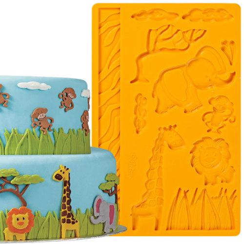 Молд для нанесения рисунка на мастику Wilton Джунгли, цвет: оранжевый, 20 х 12,5 смWLT-409-2558Молд для нанесения рисунка на мастику Wilton Джунгли, выполненный из силикона, поможет вам легко нанести рисунки на мастику и сахарную пасту для тортов и сладких угощений. Молд содержит формы в виде животных джунглей.Использование и хранение: Перед первым использованием и после каждого применения вымойте молд в мыльной воде или на верхней полке в посудомоечной машине. Хорошо высушите молд перед использованием.Полезные советы по использованию:- Для того, чтобы мастика или цветочная паста не прилипали к молду, посыпьте его сахарной пудрой или смажьте растительным жиром сахарную мастику прежде чем накладывать на нее молд,- При раскатывании сахарной мастики используйте скалку для того, чтобы вся мастика была в полостях молда,- Следуйте инструкциям по изготовлению украшений, разместите их на торте, высушите.Изготовление: Скатайте сахарную мастику в трубочку такого же размера, как и полость молда. Положите мастику в полость молда. Прижмите.Разрезание: Положите руку на мастику. Маленькой лопаткой обрежьте излишки мастики. Снимаем мастику: Переверните молд. Выньте сахарную мастику с получившимся рисунком.
