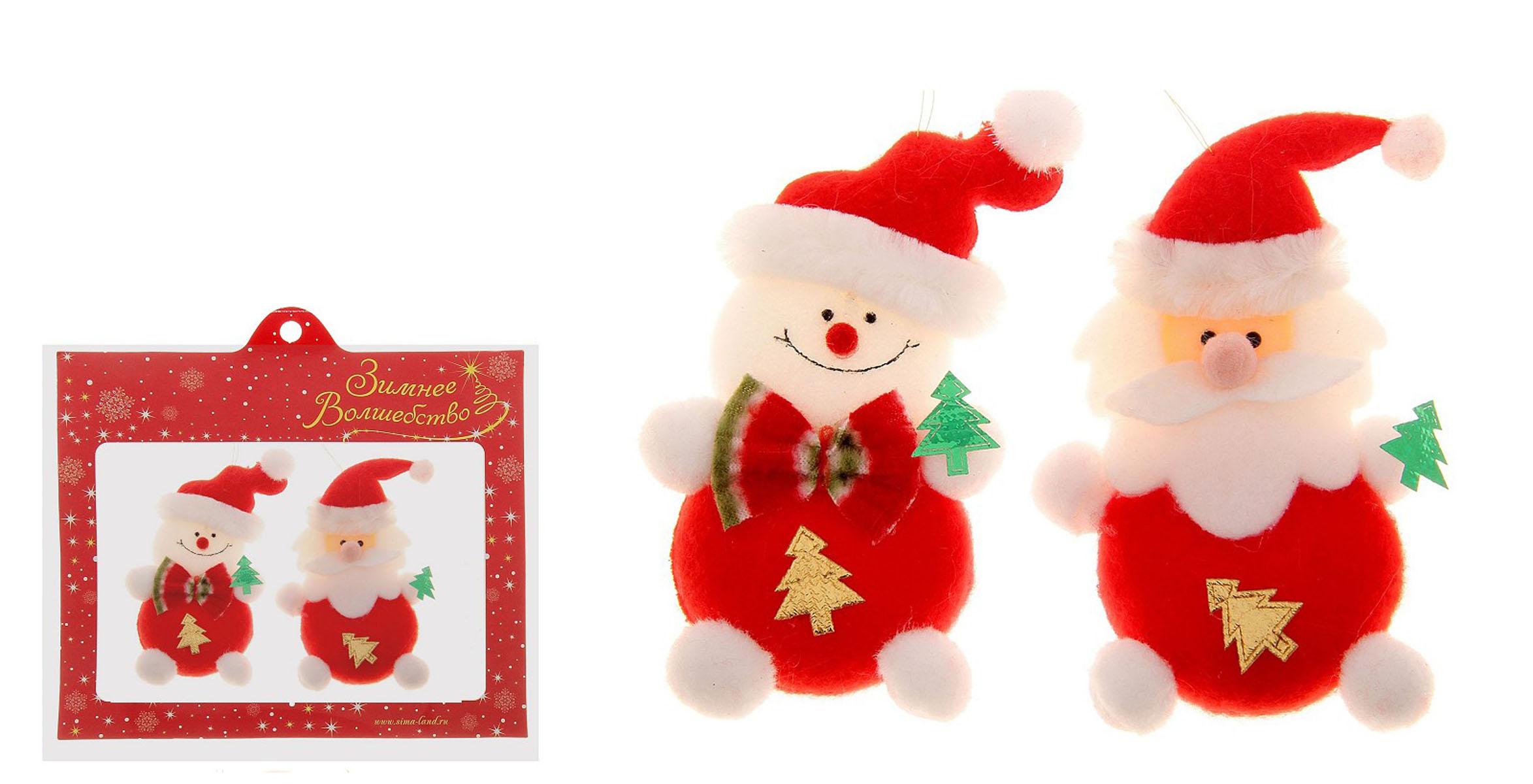 """Набор """"Sima-land"""", состоящий из двух новогодних подвесных украшений, отлично   подойдет для декорации вашего дома и новогодней ели. Игрушки выполнены из   текстиля в виде Деда Мороза и Снеговика с декоративными елочками.   Украшения оснащены специальными текстильными петельками для подвешивания.    Елочная игрушка - символ Нового года. Она несет в себе волшебство и красоту   праздника. Создайте в своем доме атмосферу веселья и радости, украшая всей   семьей новогоднюю елку нарядными игрушками, которые будут из года в год   накапливать теплоту воспоминаний.   Коллекция декоративных украшений из серии """"Зимнее волшебство"""" принесет в   ваш дом ни с чем не сравнимое ощущение праздника!   Материал: текстиль, пластик.  Размер украшения (Дед Мороз): 6,5 см х 2 см х 11 см. Размер украшения (Снеговик): 6 см х 2 см х 12 см."""