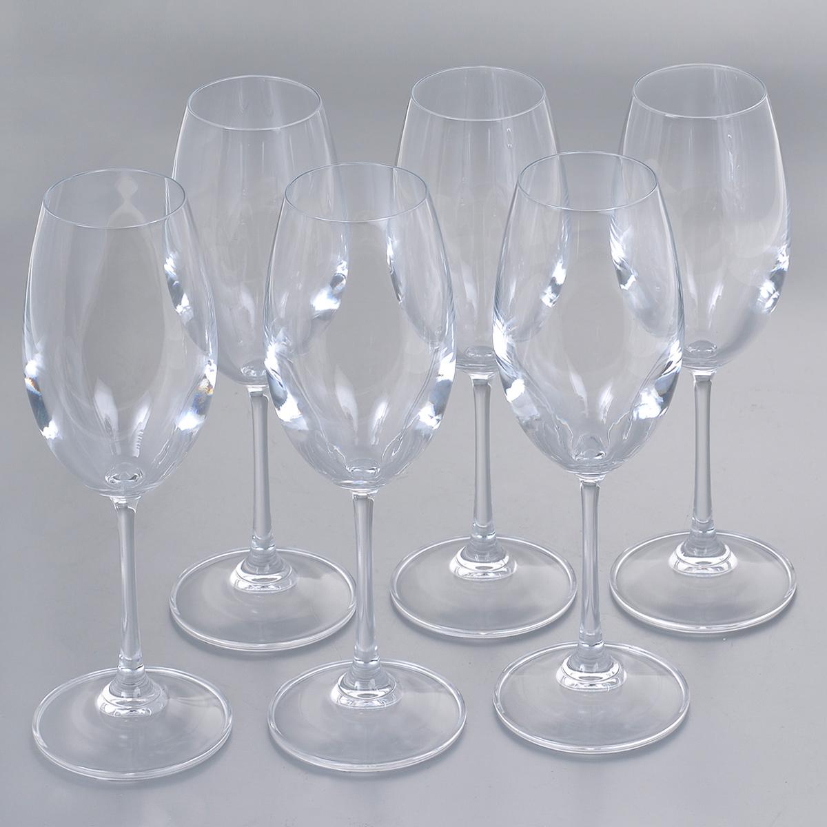Набор бокалов для белого вина Crystalite Bohemia Клара, 250 мл, 6 шт4S415/250Набор Crystalite Bohemia Клара состоит из шести бокалов, выполненных из прочного высококачественного прозрачного стекла. Изделия оснащены изящными высокими ножками. Бокалы предназначены для подачи белого вина. Они излучают приятный блеск и издают мелодичный звон. Бокалы сочетают в себе элегантный дизайн и функциональность. Благодаря такому набору пить напитки будет еще вкуснее.Набор бокалов Crystalite Bohemia Клара прекрасно оформит праздничный стол и создаст приятную атмосферу за романтическим ужином. Такой набор также станет хорошим подарком к любому случаю. Не использовать в посудомоечной машине и микроволновой печи.