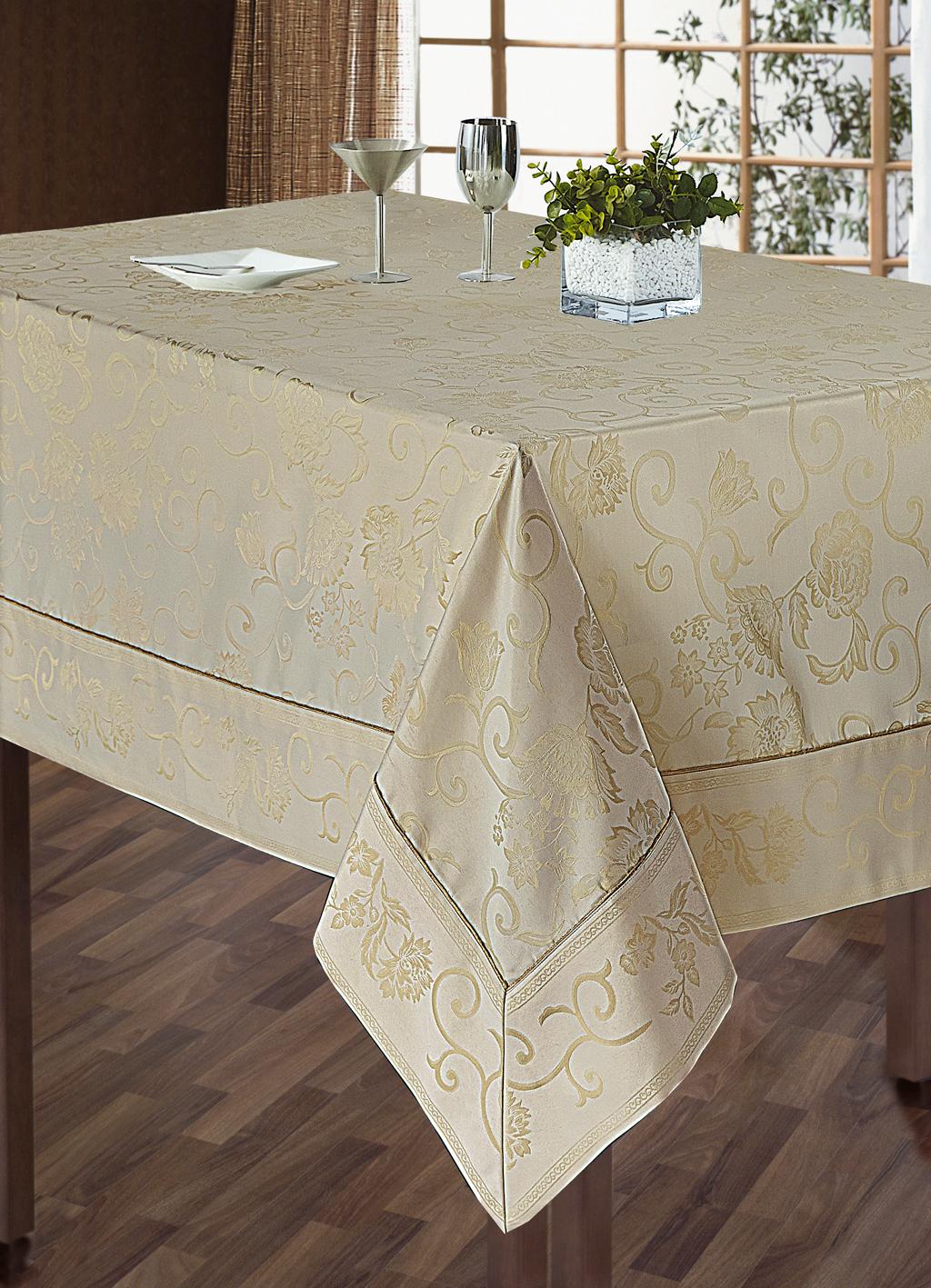 Комплект столового белья SL, цвет: кремовый, 5 предметов. 1010210102Роскошный комплект столового белья SL состоит из скатерти прямоугольной формы и 4 квадратных салфеток. Комплект выполнен из жаккарда с изящным цветочным рисунком. Комплект, несомненно, придаст интерьеру уют и внесет что-то новое. Использование такого комплекта сделает застолье более торжественным, поднимет настроение гостей и приятно удивит их вашим изысканным вкусом. Вы можете использовать этот комплект для повседневной трапезы, превратив каждый прием пищи в волшебный праздник и веселье.Жаккард - одна из дорогих тканей. Жаккардовые ткани очень прочны и долговечны, очень удобны в эксплуатации. Изготавливается жаккард благодаря особой технике плетения в основном из хлопчатобумажной, синтетической или смесовой пряжи. Своеобразный рельефный рисунок, который получается в результате сложного плетения на плотной ткани, напоминает своего рода гобелен. Комплект упакован в красивую подарочную коробку.Soft Line - мягкая эстетика для вас и вашего дома! Основанная в 1997 году, компания Soft Line является путеводителем по мягкому миру текстиля, полному удивительных достопримечательностей! Высочайшее качество тканей в сочетании с эксклюзивным дизайном и изысканными отделками неизменно привлекают как требовательного покупателя, так и взыскательного профессионала! Материал: жаккард (100% полиэстер).В комплект входит: Скатерть - 1 шт. Размер: 150 см х 180 см. Салфетки - 4 шт. Размер: 40 см х 40 см.