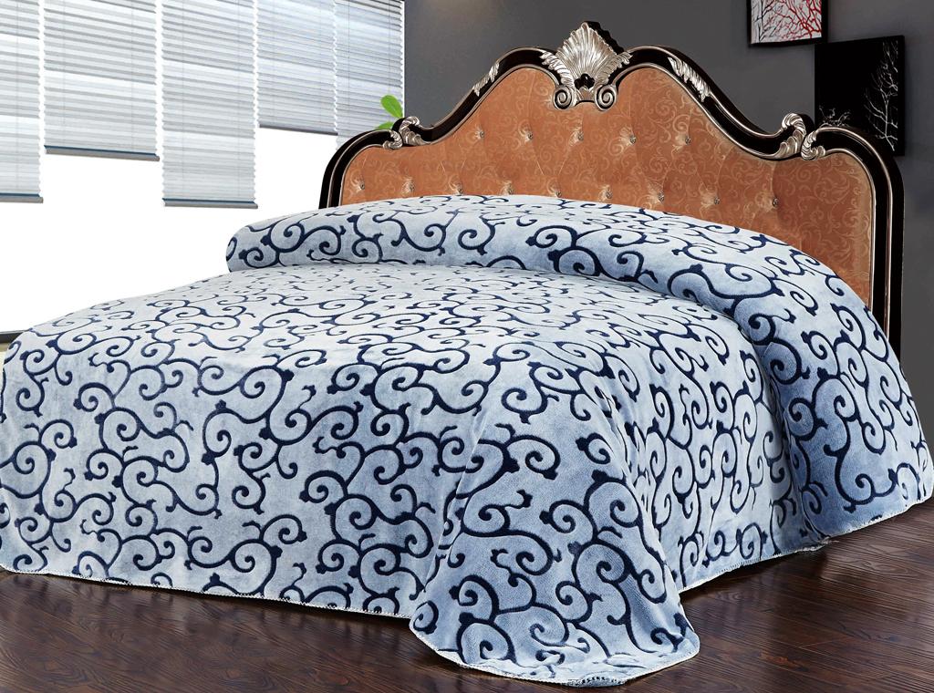 Плед SL, цвет: серый, синий, 200 см х 220 см. 1022410224Роскошный флисовый плед SL гармонично впишется в интерьер вашего дома и создаст атмосферу уюта и комфорта. Плед выполнен из высококачественного флиса и оформлен изящным орнаментом. Флис - мягкий, теплый, приятный на ощупь материал с бархатистой текстурой, который обладает высокой износостойкостью и долговечностью. Такой плед согреет в прохладную погоду и будет превосходно дополнять интерьер вашей спальни. Высочайшее качество материала гарантирует безопасность не только взрослых, но и самых маленьких членов семьи.Плед поможет подчеркнуть любой стиль интерьера, задать ему нужный тон - от игривого до ностальгического. Плед - это такой подарок, который будет всегда актуален, особенно для ваших родных и близких, ведь вы дарите им частичку своего тепла! Soft Line предлагает широкий ассортимент высококачественного домашнего текстиля разных направлений и стилей. Это и постельное белье из тканей различных фактур и орнаментов, а также мягкие теплые пледы, красивые покрывала, воздушные банные халаты, текстиль для гостиниц и домов отдыха, практичные наматрасники, изысканные шторы, полотенца и разнообразное столовое белье. Soft Line - это ваш путеводитель по мягкому миру текстиля, полному удивительных достопримечательностей.