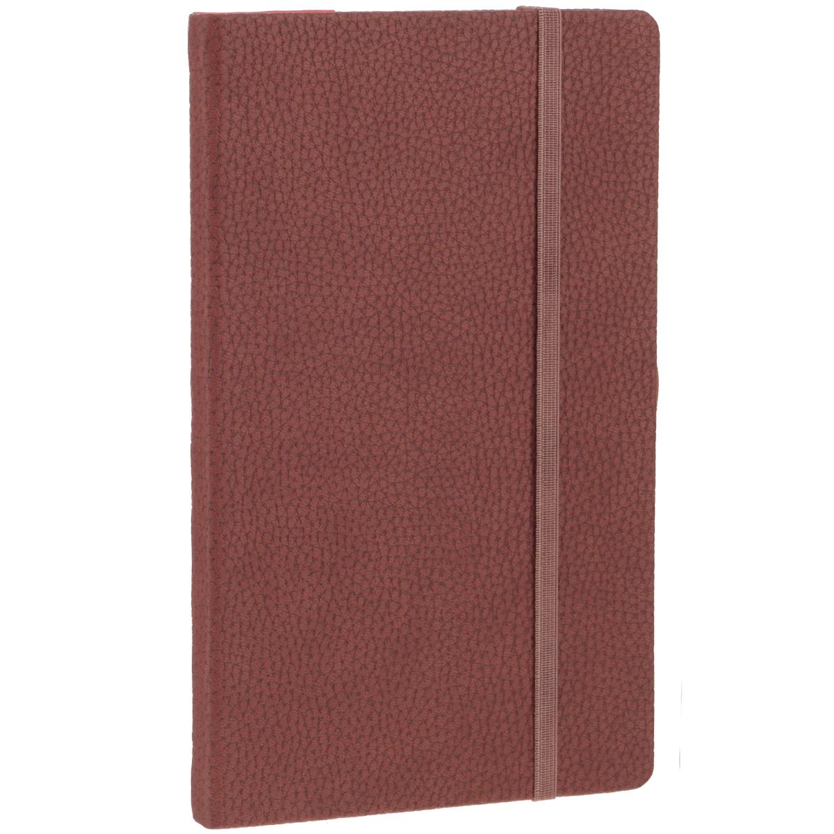 Записная книжка Erich Krause Armonia, цвет: коричневый, 96 листов36761Записная книжка Erich Krause Armonia - это дополнительный штрих к вашему имиджу. Демократичная в своем содержании, книжка может быть использована не только для личных пометок и записей, но и как недатированный ежедневник. Надежная твердая обложка из плотного картона, обтянутого искусственной крупнофактурной кожей, сохранит ее в аккуратном состоянии на протяжении всего времени использования. Плотная в линейку бумага белого цвета, закладка-ляссе, практичные скругленные углы, эластичная петелька для ручки и внутренний бумажный карман на задней обложке - все это обеспечит вам истинное удовольствие от письма. В начале книжки имеется страничка для заполнения личных данных владельца, четыре страницы для заполнения адресов, телефонов и интернет-почты и четыре страницы для заполнения сайтов и ссылок. Благодаря небольшому формату книжку легко взять с собой. Записная книжка плотно закрывается при помощи фиксирующей резинки.