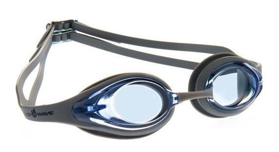 Очки для плавания MadWave Alligator, цвет: серый, голубойM0427 13 0 17WКомфортные очки для повседневных тренировок. Линзы из поликарбоната. Антизапотевающие стёкла с защитой от ультрафиолетовых лучей. Мягкие силиконовые обтюраторы позволяют достичь плотного и комфортного прилегания к лицу. 3 сменных переносицы для оптимальной настройки. Раздвоенный силиконовый ремешок с затылочными клипсами обеспечивает лучшую фиксацию на голове и легкость регулировки. Комплектация:Очки.Чехол. Характеристики: Материал: силикон, пластик, резина. Размер очков: 16 см х 4 см. Цвет: серый, голубой. Размер упаковки: 18,5 см х 6,5 см х 4,5 см. Артикул: M0427 13 0 17W.