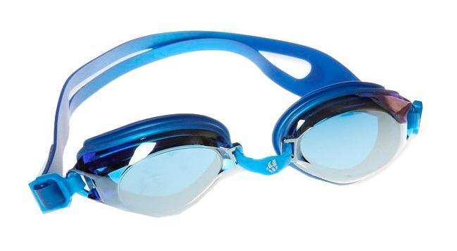 Очки для плавания MadWave Predator, цвет: синийM0421 04 0 03WУниверсальные очки как для тренировок, так и для активного отдыха. Антизапотевающие стёкла с защитой от ультрафиолетовых лучей. Линзы из поликарбоната. Силиконовый обтюратор. Регулируемая многоступенчатая переносица с амортизирующей неопреновой подушкой,комфортной для носа. Раздвоенный силиконовый ремешок с боковыми клипсами для лучшей фиксации на голове. Комплектация: Очки. Чехол. Характеристики: Материал: силикон, поликарбонат, резина. Размер очков: 18 см х 4 см. Цвет: синий. Размер упаковки: 18,5 см х 6,5 см х 4,5 см. Артикул: M0421 04 0 03W.