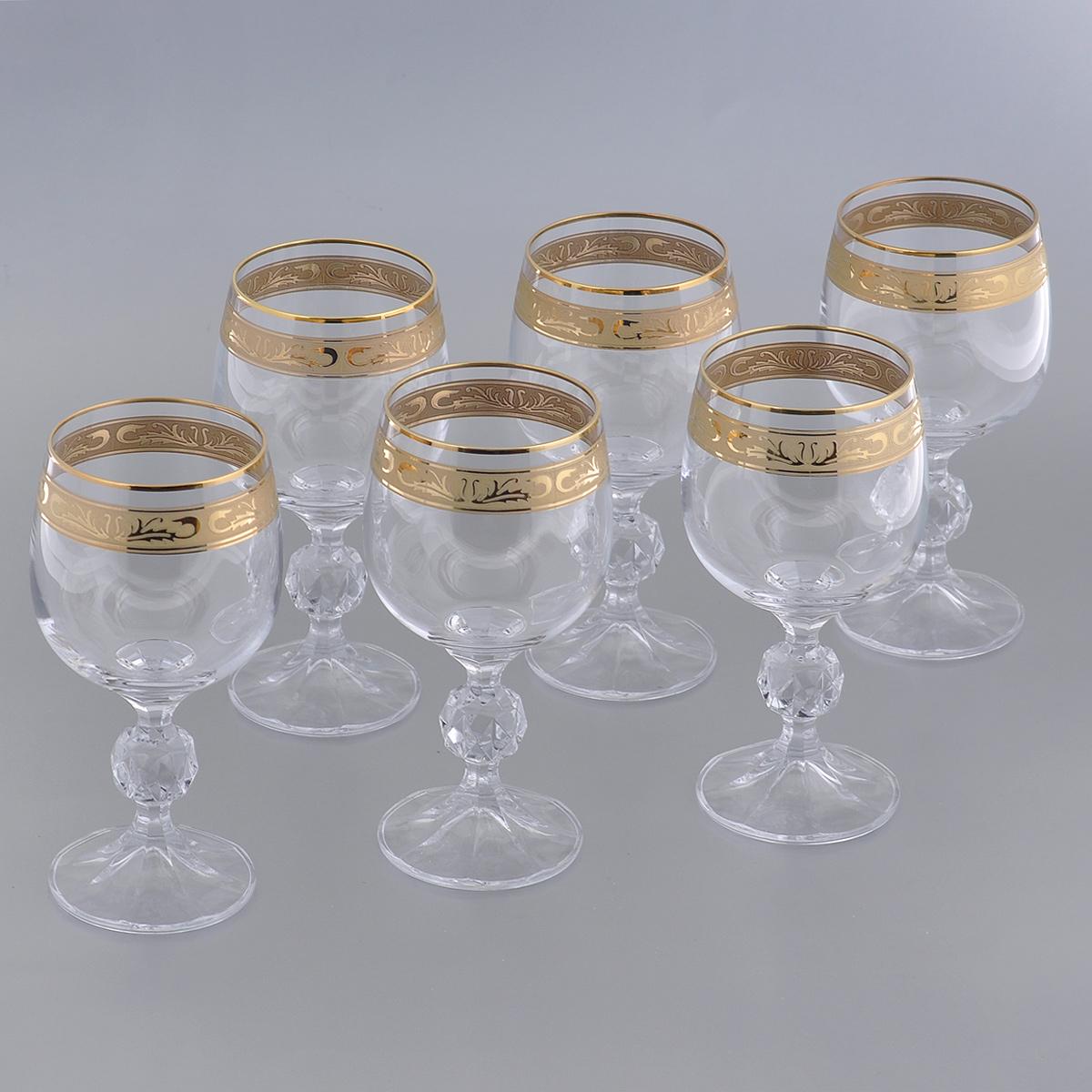 Набор бокалов для вина Crystalite Bohemia Клаудия, 190 мл, 6 шт. 40149/190/37872K40149/190/37872KНабор Crystalite Bohemia Клаудия состоит из шести бокалов, выполненных из прочного высококачественного прозрачного стекла. Изделия оснащены рельефными ножками и декорированы золотистой окантовкой и оригинальным орнаментом. Бокалы предназначены для подачи вина. Они излучают приятный блеск и издают мелодичный звон. Бокалы сочетают в себе элегантный дизайн и функциональность. Благодаря такому набору пить напитки будет еще вкуснее.Набор бокалов Crystalite Bohemia Клаудия прекрасно оформит праздничный стол и создаст приятную атмосферу за романтическим ужином. Такой набор также станет хорошим подарком к любому случаю. Не использовать в посудомоечной машине и микроволновой печи.