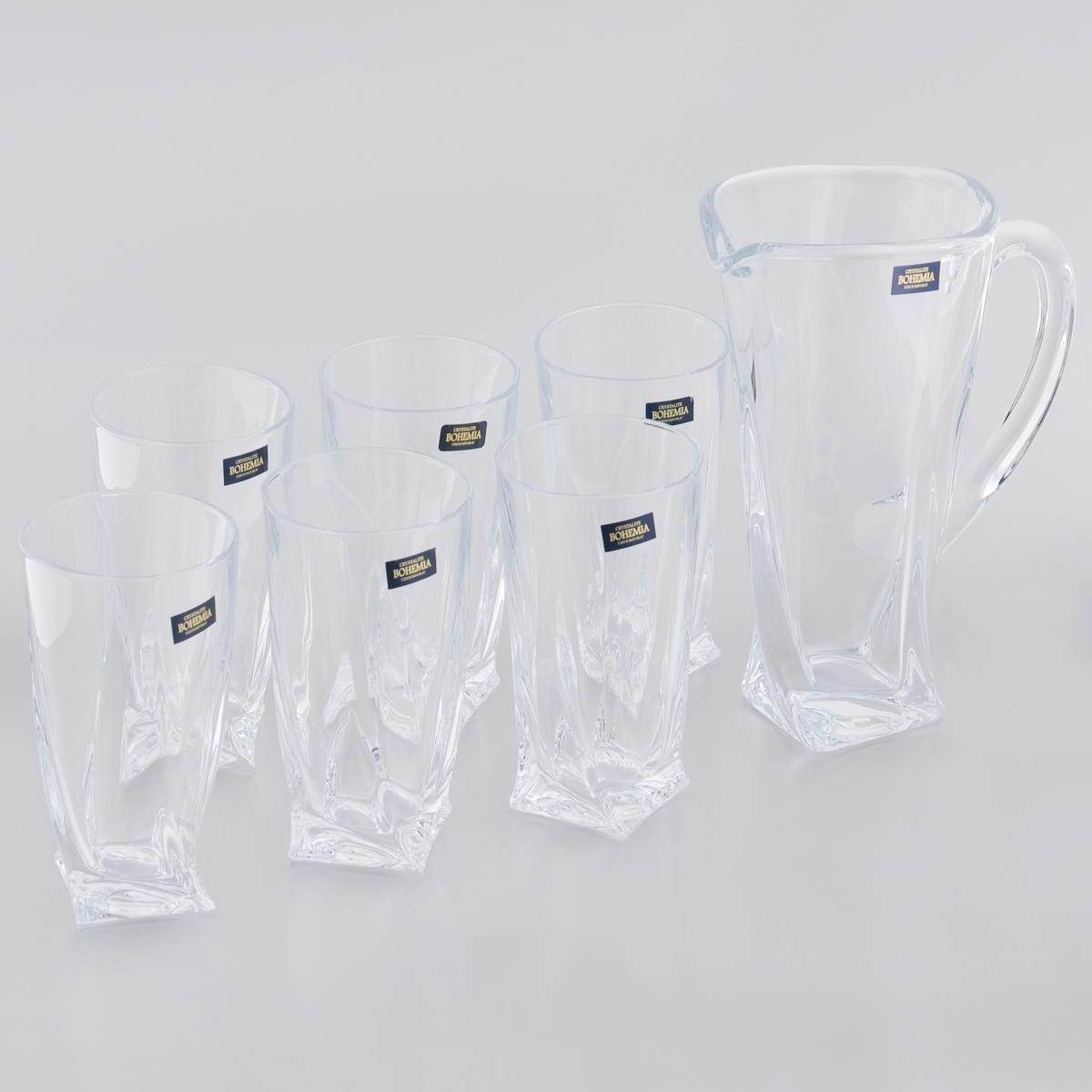 """Набор Crystalite Bohemia """"Квадро"""" состоит из шести стаканов и графина, выполненных из прочного утолщенного стекла """"кристалайт"""". Изделия оснащены рельефной поверхностью, грани которой закручены книзу. Предметы набора предназначены для воды, сока и других напитков. Они излучают приятный блеск и издают мелодичный звон. Изделия сочетают в себе элегантный дизайн и функциональность. Благодаря такому набору пить напитки будет еще вкуснее.Набор для воды Crystalite Bohemia """"Квадро"""" прекрасно оформит праздничный стол и создаст приятную атмосферу. Такой набор также станет хорошим подарком к любому случаю. Можно использовать в посудомоечной машине и микроволновой печи."""