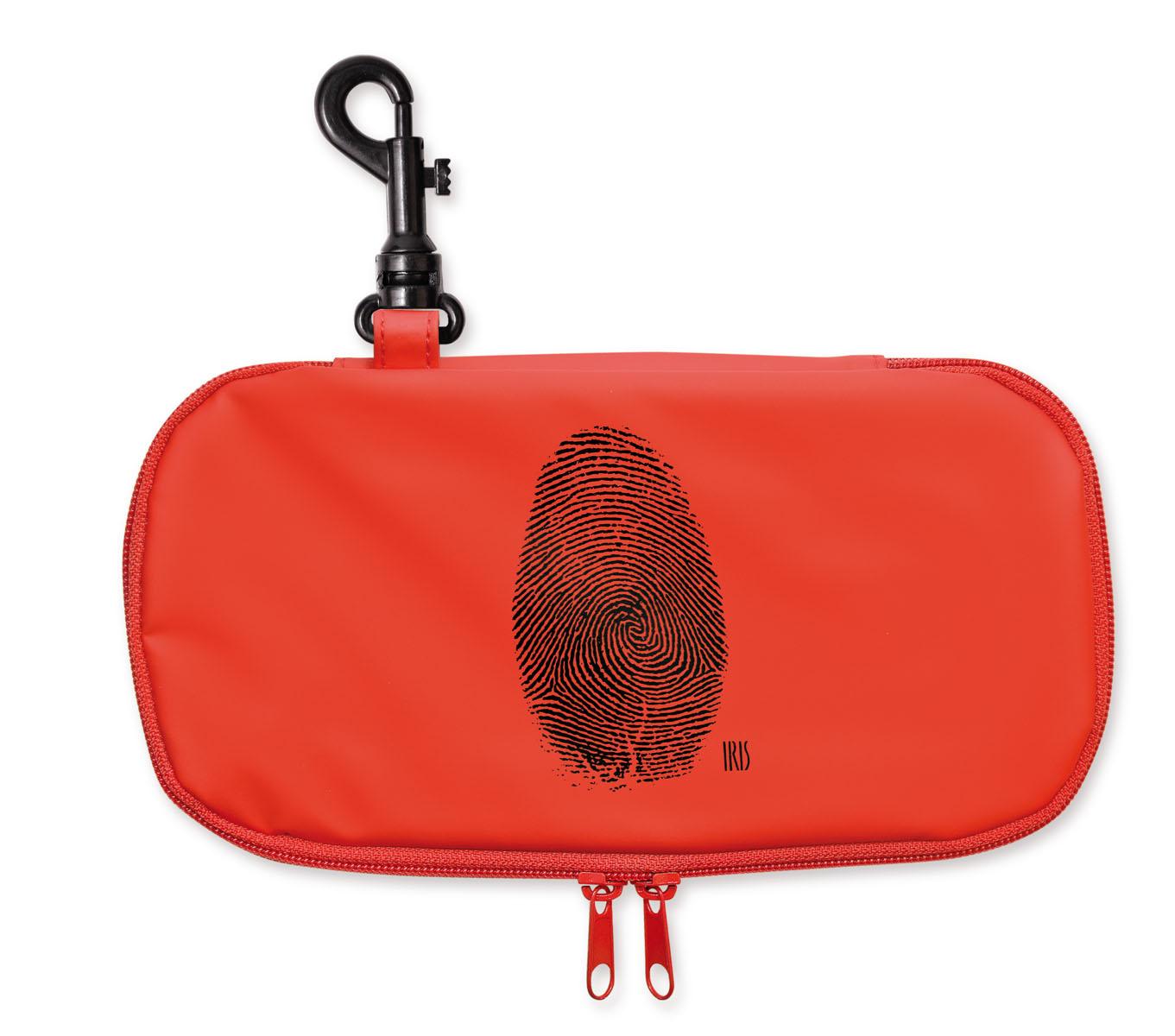 Термобутербродница Iris Barcelona Teen Boy, цвет: красный, 24 х 12 см9912-THТермобутербродница Iris Barcelona Teen Boy идеально подходит, чтобы взять в школу, на прогулку или в поездку. В течение нескольких часов сохранит еду свежей и вкусной благодаря специальному внутреннему покрытию из теплоизолирующего материала. Специальный фиксирующий поясок не позволит бутерброду распасться.Безопасный пластмассовый карабин позволит легко пристегнуть бутербродницу к ранцу или сумке.Заменяет все одноразовые упаковки. При бережном использовании прослужит не один год.