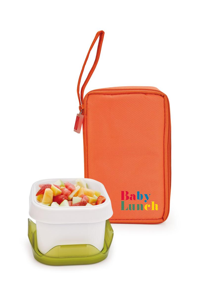 IRIS ТермоЛанчбокс BABY LUNCH (+1 контейнер 450мл в комплекте)/ Оранжевый9694-TИзотермическая сумка-ланчбокс – идеальное решение, чтобы взять с собой обед для вашего ребенка. Ее можно взять с собой куда угодно: на учебу,на прогулку или в путешествие. В течение нескольких часов ланчбокс сохранит еду свежей и вкусной.Есть ручка для переноски в одной руке.В комплект входит:- 1 герметичный контейнер 0,45 л с прозрачной крышкойКонтейнер в комплекте подходит для использования в морозильнике, микроволновой печи. Можно мыть в посудомоечной машине.Также в ланчбоксе предусмотрено место для йогурта, крекеров или фруктов.Не содержит Бисфенола А.