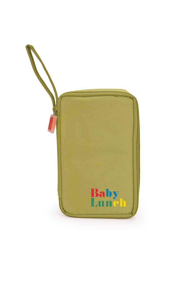 IRIS ТермоЛанчбокс BABY LUNCH (+1 контейнер 450мл в комплекте)/ Зеленый9695-TИзотермическая сумка-ланчбокс – идеальное решение, чтобы взять с собой обед для вашего ребенка. Ее можно взять с собой куда угодно: на учебу,на прогулку или в путешествие. В течение нескольких часов ланчбокс сохранит еду свежей и вкусной.Есть ручка для переноски в одной руке.В комплект входит:- 1 герметичный контейнер 0,45 л с прозрачной крышкойКонтейнер в комплекте подходит для использования в морозильнике, микроволновой печи. Можно мыть в посудомоечной машине.Также в ланчбоксе предусмотрено место для йогурта, крекеров или фруктов.Не содержит Бисфенола А.