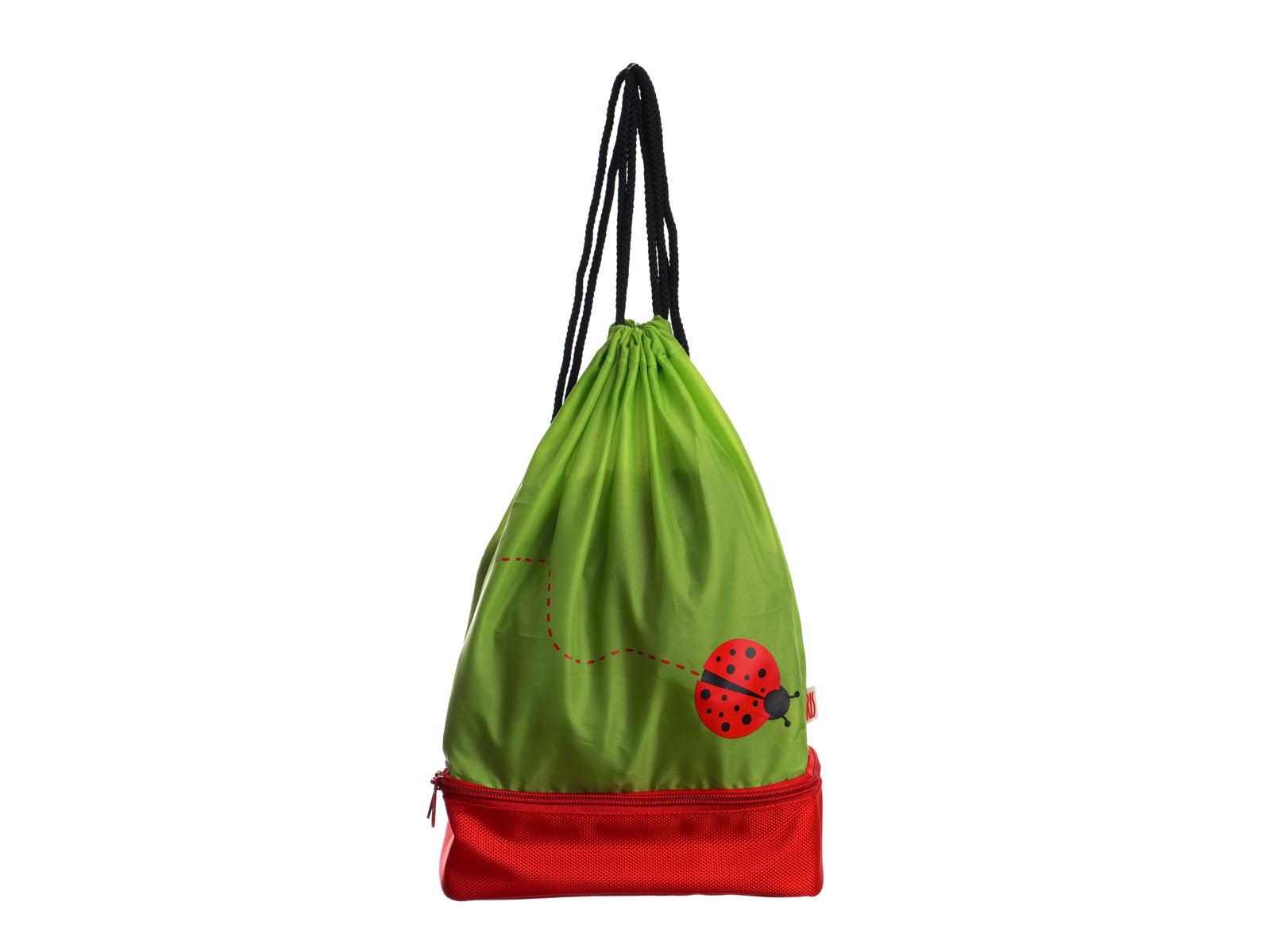 Рюкзак-термоланчбокс Iris Barcelona Snack Rico, цвет: зеленый, красный9927-TIВ рюкзаке Iris Barcelona Snack Rico два-в-одном найдется и место для целого обеда, который соберет заботливая мама, и место для всего, что может понадобиться в любой момент: халата или пижамы, свитера, дождевика, книжек, пенала и многого другого! Нижнее изотермическое отделение обладает большой вместительностью и позволяет взять с собой бутерброды, фрукты и разные сладости, а благодаря специальному сетчатому кармашку ребенок не забудет воспользоваться салфеткой.Можно носить как обычный рюкзак. Благодаря регулировке шнурков, можно выбрать наиболее удобную длину. В комплект входит подарок - забавный брелок для ключей из коллекции Snack Rico.