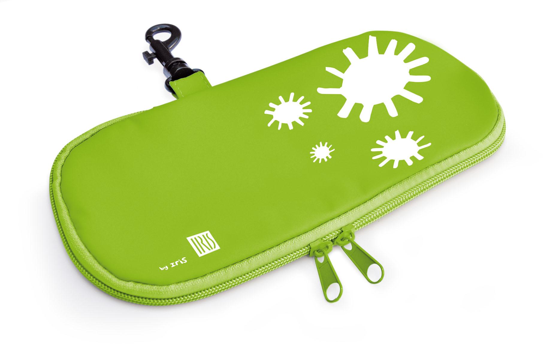 Термобутербродница мягкая Iris Barcelona Kids, цвет: зеленый, 24 см х 12 см9928-TVМягкая термобутербродница Iris Barcelona Kids идеально подходит, чтобы взять в школу, на прогулку или в поездку. В течение нескольких часов сохранит еду свежей и вкусной благодаря специальному внутреннему покрытию из теплоизолирующего материала. Специальный фиксирующий поясок не позволит бутерброду распасться.Безопасный пластмассовый карабин позволит легко пристегнуть бутербродницу к ранцу или сумке.Заменяет все одноразовые упаковки. При бережном использовании прослужит не один год.