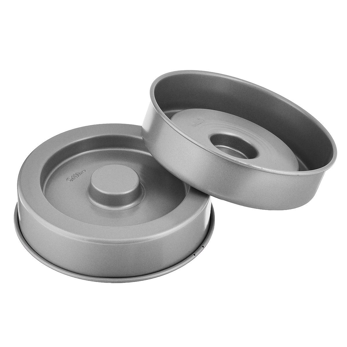 Форма для выпечки Wilton Квадрат внутри, диаметр 22 см, 2 штWLT-2105-150Форма для выпечки Wilton Квадрат внутри выполнена из высококачественного металла с антипригарным покрытием. Это уникальная форма для выпечки интересного торта. Каждый кусочек имеет вкусный квадратик! Сердцевину выпечки можно наполнить всевозможными начинками - мороженое, фрукты, муссы и др. Просто испеките, выньте из форм, наполните и уберите в морозилку.