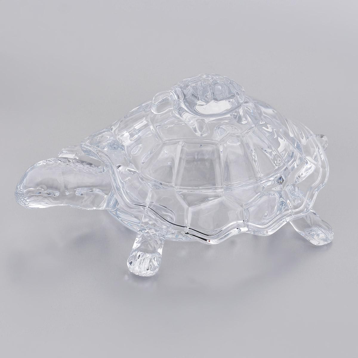 Шкатулка Crystalite Bohemia Черепаха58711/1/69711/265SШкатулка Crystalite Bohemia изготовлена из прочного утолщенного стекла кристалайт и оформлена изящным рельефом. Шкатулка выполнена в виде черепахи. Шкатулка красиво переливается и излучает приятный блеск. Прекрасно подходит для хранения мелких вещиц, также прекрасно послужит в качестве вазы для хранения конфет и всяких сладостей. Шкатулка оснащена крышкой в виде панциря. Шкатулка Crystalite Bohemia Черепаха - это изысканное украшение праздничного стола, интерьера кухни или комнаты. Такая шкатулка станет желанным и стильным подарком.Нельзя мыть в посудомоечной машине. Размер шкатулки (с учетом крышки): 26,5 см х 16 см х 12,5 см.Размер шкатулки (без учета крышки): 26,5 см х 16 см х 5 см.