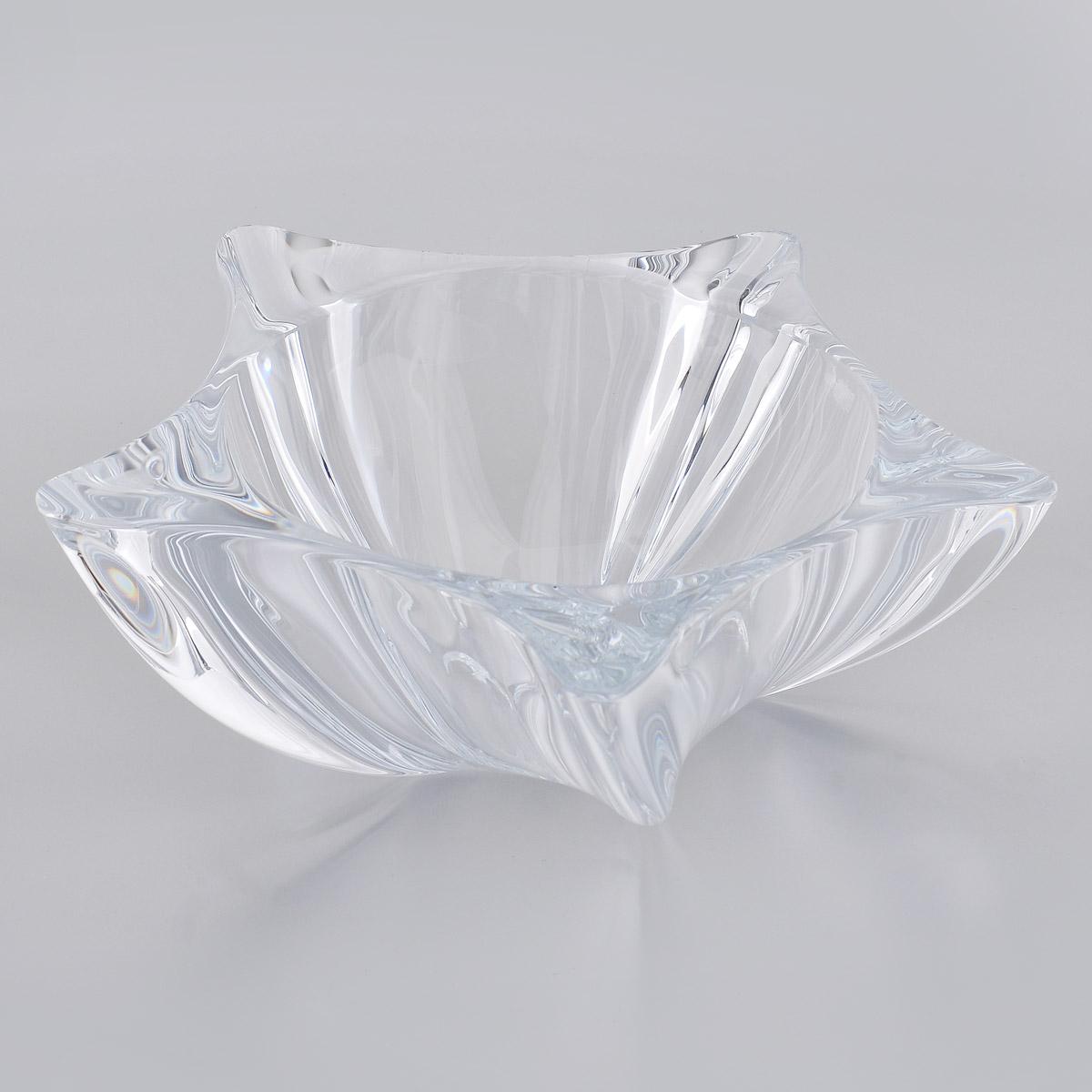 Салатник Crystalite Bohemia Йоко6KC37/0/99P77/305Салатник Crystalite Bohemia Йоко изготовлен из прочного утолщенного стекла кристалайт. Салатник имеет оригинальную форму, что делает его изящным украшением праздничного стола. Изделие красиво переливается и излучает приятный блеск. Прекрасно подходит для сервировки салатов, закусок, конфет, пирожных и т.д. Салатник Crystalite Bohemia Йоко - это изысканное украшение праздничного стола, которое удивит вас и ваших гостей оригинальным дизайном и практичностью.Можно мыть в посудомоечной машине.