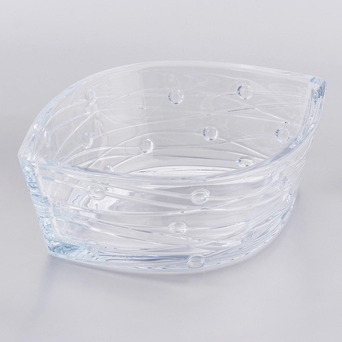 Салатник Crystalite Bohemia Лабиринт, 30 см х 22,5 см х 10 см6K878/0/99J52/305Салатник Crystalite Bohemia Лабиринт изготовлен из прочного утолщенного стекла кристалайт. Салатник имеет оригинальную форму, что делает его изящным украшением праздничного стола. Внешние стенки украшены оригинальным рельефом. Изделие красиво переливается и излучает приятный блеск. Прекрасно подходит для сервировки салатов, закусок, конфет, пирожных и т.д.Салатник Crystalite Bohemia Лабиринт - это изысканное украшение праздничного стола, которое удивит вас и ваших гостей оригинальным дизайном и практичностью. Можно использовать в посудомоечной машине и микроволновой печи.