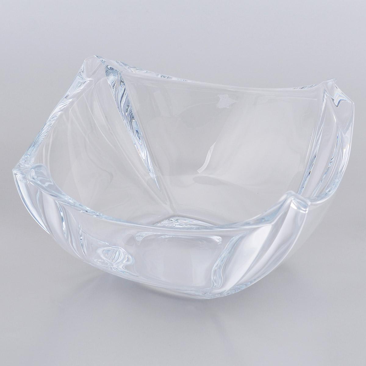 Салатник Crystalite Bohemia Колосеум, 25 см х 25 см х 12,5 см6KD21/0/99R14/255Салатник Crystalite Bohemia Колосеум изготовлен из прочного утолщенного стекла кристалайт. Салатник имеет оригинальную форму, что делает его изящным украшением праздничного стола. Изделие красиво переливается и излучает приятный блеск. Прекрасно подходит для сервировки салатов, закусок, конфет, пирожных и т.д. Салатник Crystalite Bohemia Колосеум - это изысканное украшение праздничного стола, которое удивит вас и ваших гостей оригинальным дизайном и практичностью.Можно мыть в посудомоечной машине.