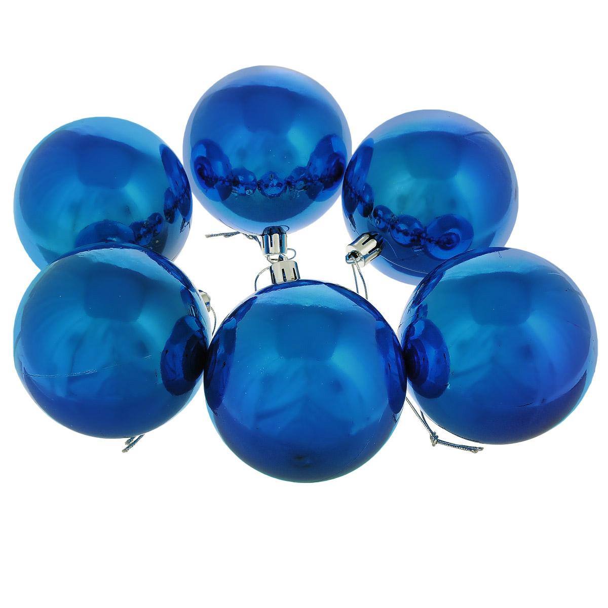 Набор новогодних подвесных украшений выполнен из высококачественного пластика в форме шаров. С помощью специальной петельки украшение можно повесить в любом понравившемся вам месте. Но, конечно, удачнее всего такой набор будет смотреться на праздничной елке.   Елочная игрушка - символ Нового года. Она несет в себе волшебство и красоту праздника. Создайте в своем доме атмосферу веселья и радости, украшая новогоднюю елку нарядными игрушками, которые  будут из года в год накапливать теплоту воспоминаний.