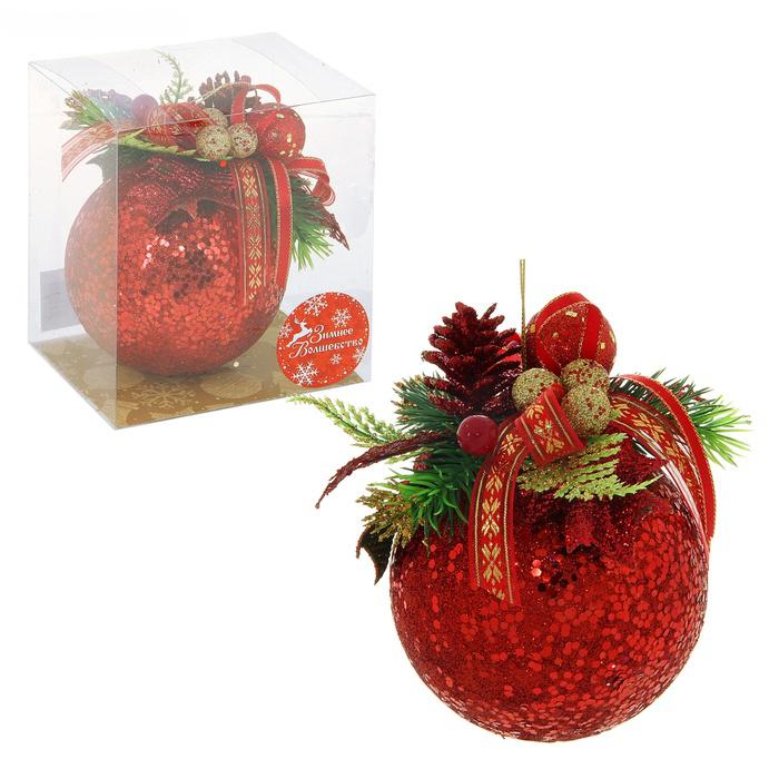 Новогоднее подвесное украшение Sima-land Шар, цвет: красный, диаметр 10 см. 705358705358Новогоднее подвесное украшение Sima-land Шар прекрасно подойдет для праздничного декора новогодней ели. Шар выполнен из пластика, украшен красными блестками и глиттером, а также композицией из ленточек, пластиковых веточек, листочков и ягодок. Для удобного размещения на елке для игрушки предусмотрена текстильная веревочка.Елочная игрушка - символ Нового года. Она несет в себе волшебство и красоту праздника. Создайте в своем доме атмосферу веселья и радости, украшая новогоднюю елку нарядными игрушками, которые будут из года в год накапливать теплоту воспоминаний. Коллекция декоративных украшений принесет в ваш дом ни с чем не сравнимое ощущение волшебства! Откройте для себя удивительный мир сказок и грез. Почувствуйте волшебные минуты ожидания праздника, создайте новогоднее настроение вашим дорогим и близким.