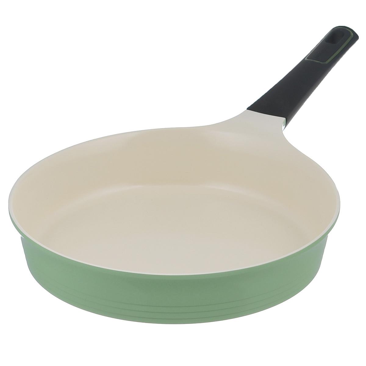 Сковорода Frybest Evergreen, с керамическим покрытием, цвет: зеленый. Диаметр 28 см00000002743Сковорода Frybest Evergreen выполнена из литого алюминия с инновационным керамическим покрытием Ecolon, в производстве которого используются природные материалы - камни и песок.Особенности сковороды Frybest Evergreen:- мощная основа из литого алюминия,специальное утолщенное дно для идеальной теплопроводности,- эргономичная, удлиненная Soft-touch ручка всегда остается холодной,- керамическое антипригарное покрытие, позволяющее готовить практически без масла,- керамика как внутри, так и снаружи, легко готовить - легко мыть,- непревзойдненная прочность и устойчивость к царапинам,- слой анионов (отрицательно заряженных ионов), обладающих антибактериальными свойствами, они намоного дольше сохраняют приготовленную пищу свежей,- отсутствие токсичных выделений в процессе приготовления пищи,- изысканное сочетание зеленого внешнего и нежного кремового внутреннего керамического покрытия. Сковорода подходит для использования на стеклокерамических, газовых, электрических плитах. Можно мыть в посудомоечной машине. Характеристики:Материал: алюминий, керамическое покрытие, бакелит. Цвет: зеленый, кремовый. Внутренний диаметр сковороды: 28 см. Диаметр диска сковороды: 25,5 см. Высота стенки сковороды: 5,9 см. Толщина стенки сковороды: 3 мм. Толщина дна сковороды: 5 мм. Длина ручки сковороды: 19 см. Размер упаковки: 50 см х 29 см х 6 см. Артикул: 00000002743.