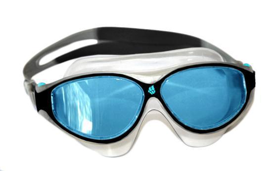 Маска для плавания Madwave Junior Flame Mask, цвет: черныйM0461 03 0 01WЮниорская маска для водных видов спорта с автоматической системой регулировки ремешков на корпусе. Закрывают чувствительную зону вокруг глаз. Улучшенная антизапотевающая защита стекла благодаря внедрению антифога капиллярным способом. Защита от ультрофиолетовых лучей UV 400. Целлюлозополимерные линзы. Вид переносицы — моноблок. Рамка — полипропилен, обтюратор — термпластичная резина. Силиконовый ремешок. Предназначена ориентировочно на возраст до 8 лет. Комплектация:Очки.Чехол. Характеристики: Материал: силикон, пластик, резина. Размер маски: 15,5 см х 7 см. Цвет: черный. Размер упаковки: 17,5 см х 8 см х 6 см. Артикул: M0461 03 0 01W.