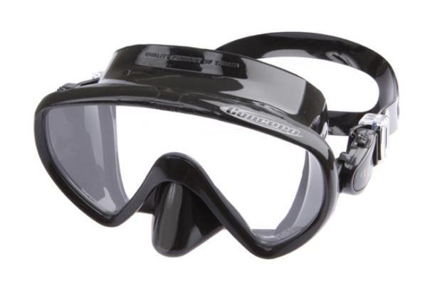 Однолинзовая маска M-17 обеспечивает исключительный обзор и малое подмасочное пространство. Также модель имеетзапатентованный трехмерный ремешок и скругленный край обтюратора. Новый дизайн пряжек регулировки ремешка, закрепленных на обтюраторе, улучшает комфорт и легкость регулировки.Кроме того, модель Concero - единственная безрамная маска TUSA, выпускаемая в различных цветовых вариантах. Характеристики: Цвет: черный. Ширина оправы маски: 15,5 см. Размер упаковки: 20 см х 10,5 см х 10,5 см. Материал: силикон, стекло, пластик. Артикул: TS M-17QB BK.  Производитель: Тайвань.