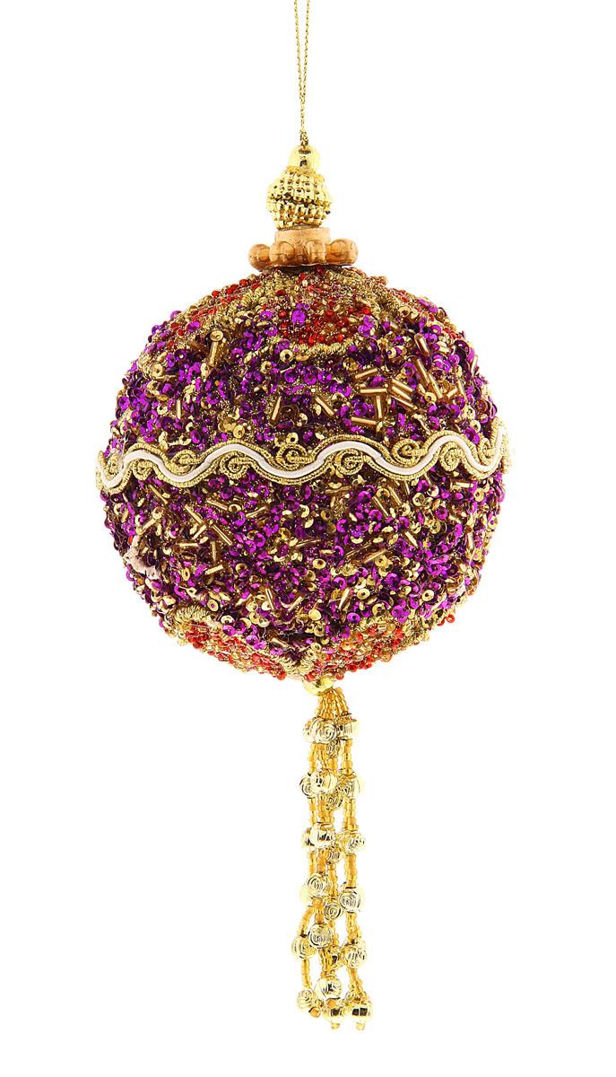 """Новогоднее подвесное украшение Sima-land """"Шар"""", изготовленное из пенопласта, прекрасно подойдет для праздничного декора новогодней ели. Изделие украшено бисером, ажурными нитями и подвеской. Для удобного размещения на елке для украшения предусмотрена текстильная петелька.   Елочная игрушка - символ Нового года. Она несет в себе волшебство и красоту праздника. Создайте в своем доме атмосферу веселья и радости, украшая новогоднюю елку нарядными игрушками, которые будут из года в год накапливать теплоту воспоминаний.  Откройте для себя удивительный мир сказок и грез. Почувствуйте волшебные минуты ожидания праздника, создайте новогоднее настроение вашим дорогим и близким."""