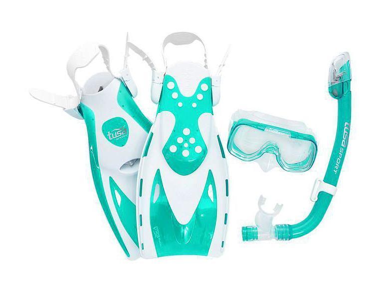 Комплект для плавания детский TUSA Sport (маска+трубка+ласты)TS UPR2221B GR, цвет: бирюзовый, размер S (32-39)TS UC1214 CGRКомплект для путешествийMini-Kleio с сухой трубкойвключает однолинзовую маску с увеличенным полем зрения, регулируемым ремешком с пряжками, линзами из закаленного стекла ClearVu, ремешком и обтюратором из гипоаллергенного силикона. Трубка оснащена сухим верхним клапаном с запатентованной технологией TUSA Hyperdry Elite, защищающим трубку от попадания воды, дренажной камерой и стравливающим клапаном для легкой очистки трубки от воды, а гофрированный сегмент и загубник выполнены из прозрачного гипоаллергенного силикона.Ласты усовершенствованного дизайна имеют укороченную лопасть Мульти-флекс с технологией гидродинамических каналов для максимальной эффективности гребка и удобную калошу из мягкого, но прочного материала. Открытая пятка позволяет легко и быстро подгонять ласты по размеру, а прочный силиконовый ремешок обеспечивает комфорт. Эта модель ласт, несмотря на компактный размер, обеспечивает большую мощность гребка. Ласты имеют небольшой вес и идеально подходят для путешествий. Комплект поставляется со специальной сумочкой для перевозки.Подходит для детей 6-12 лет. Характеристики:Материал: пластик, силикон, стекло. Размер маски: 16 см x 10 см. Размер ласт: S (32-39). Размеры ласт(ДхШ): 36 см х 16,5 см. Общая длина трубки: 36 см. Размер упаковки: 49 см x 27 см x 11 см. Производитель: Тайвань. Артикул:TS UPR2221B GR.