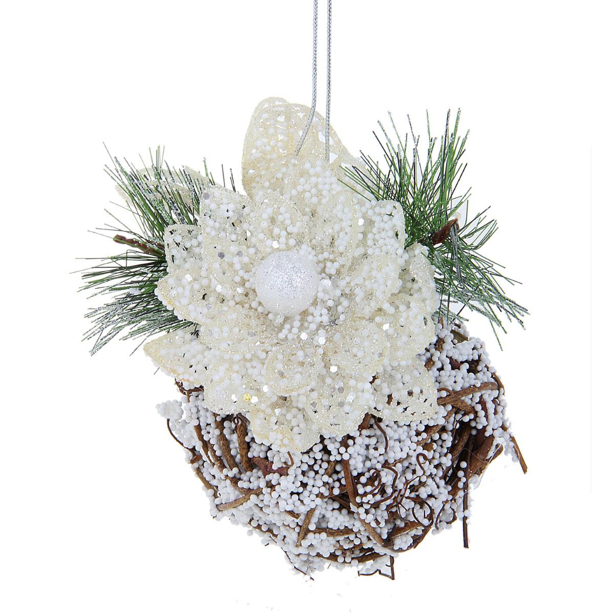 Новогоднее подвесное украшение Sima-land Снежный ком, диаметр 8 см705777Новогоднее украшение Sima-land Снежный ком отлично подойдет для декорации вашего дома и новогодней ели. Игрушка выполнена из веток, скрученных в шар, декорированный пластиковым цветком, декоративными еловыми ветками и имитацией снега из пенопласта. Украшение оснащено текстильной петелькой для подвешивания. Елочная игрушка - символ Нового года. Она несет в себе волшебство и красоту праздника. Создайте в своем доме атмосферу веселья и радости, украшая всей семьей новогоднюю елку нарядными игрушками, которые будут из года в год накапливать теплоту воспоминаний. Коллекция декоративных украшений из серии Зимнее волшебство принесет в ваш дом ни с чем не сравнимое ощущение праздника!