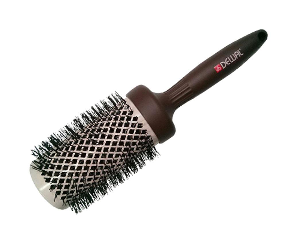 Dewal Расческа круглая Mocca с керамическим покрытием, волнистой щетиной и антистатиком. BRM53BRM53В ассортименте торговой марки Dewal имеются расчески на все случаи жизни, с помощью которых можно выполнять стрижки, укладки, модельные причёски и другие манипуляции с волосами. Вообще расческа для волос считается для парикмахера самым простым, но при этом незаменимым инструментом. Стильная серия мокка выполнена в кофейно-молочном цвете, единственная серия с антистатическим покрытием по всей поверхности брашинга, включая ручку!!!Термобрашинг с керамическим покрытием равномерно распределяет тепло и не пережигает волос, снимает статическое напряжение. Волнистая щетина, литая ручка и легкий вес добавляют удобства при формировании локонов, прически. Продуманная конструкция, эргономичный дизайн обеспечивают комфортную работу парикмахера. Расчёски с лёгкостью скользят по волосам, удобно ложатся в руку.Товар сертифицирован.