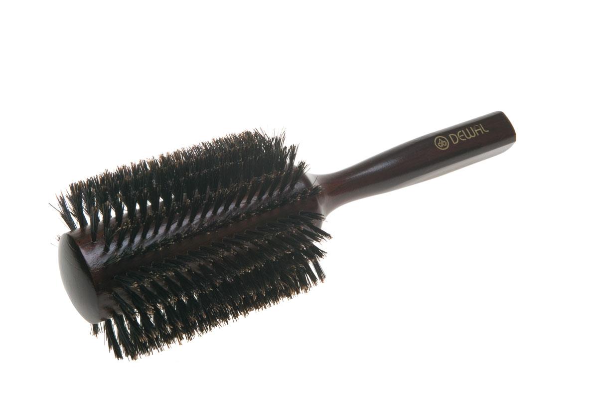Dewal Расческа круглая, с натуральной щетиной. BRT1217BRT1217В ассортименте торговой марки Dewal (Деваль) имеются расчески на все случаи жизни, с помощью которых можно выполнять стрижки, укладки, модельные причёски и другие манипуляции с волосами. Вообще расческа для волос считается для парикмахера самым простым, но при этом незаменимым инструментом. Брашинг круглой формы скомбинированной щетиной (натуральная щетина + пластиковый штифт) обеспечивает более идеальное вытягивание волос (также для выпрямления вьющихся волос), эргономичная ручка создает дополнительное удобство при формировании прически. Не продувная. Продуманная конструкция, эргономичный дизайн обеспечивают комфортную работу парикмахера. Расчёски с лёгкостью скользят по волосам, удобно ложатся в руку. Товар сертифицирован.