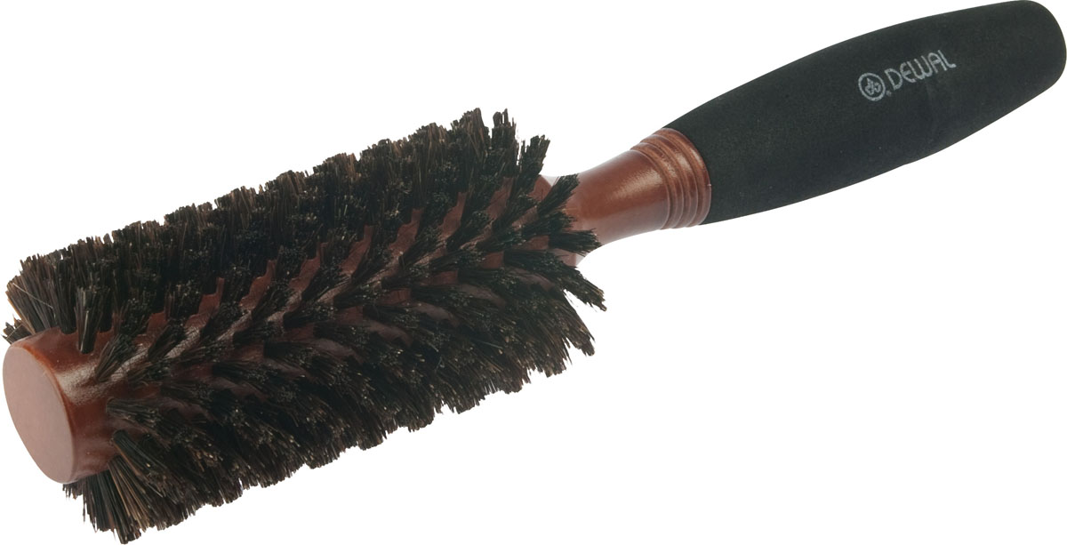 Dewal Расческа круглая, с натуральной щетиной и мягкой ручкой. BRWC603BRWC603В ассортименте торговой марки Dewal (Деваль) имеются расчески на все случаи жизни, спомощью которых можно выполнять стрижки, укладки, модельные причёски и другие манипуляциис волосами. Вообще расческа для волос считается для парикмахера самым простым, но при этомнезаменимым инструментом. Брашинг круглой формы скомбинированной щетиной (натуральнаящетина + пластиковый штифт) обеспечивает более идеальное вытягивание волос (также длявыпрямления вьющихся волос), эргономичная ручка создает дополнительное удобство приформировании прически. Не продувная. Продуманная конструкция, эргономичный дизайнобеспечивают комфортную работу парикмахера. Расчёски с лёгкостью скользят по волосам,удобно ложатся в руку. Диаметр расчески (без учета щетины): 25 мм. Диаметр расчески (с учетом щетины): 45 мм.Товар сертифицирован.
