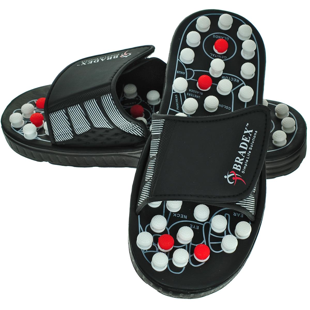 Тапочки рефлекторные Bradex Сила Йоги Про. Размер 40-41KZ 0185Массажная обувь - это простой, удобный, доступный и эффективный способ воплотить в жизнь стремление к заботе о своем здоровье, ведь акупунктурные точки, сконцентрированные на стопах, неразрывно связаны со всеми внутренними органами. Стелька рефлекторных тапочек Сила Йоги Про имеет уникальную форму. Благодаря специальным шипам с ребристой поверхностью, которые одновременно нажимаются и поворачиваются на 90 градусов при ношении тапочек, выполняется массаж всех биологических активных точек стопы, а через подошвенную рефлекторную зону его оздоровительное воздействие распространяется на весь организм. Работая по принципу массажа стоп, основанному на древнекитайской традиционной медицине, рефлекторные тапочки Сила Йоги Про при длительном и регулярном применении обеспечат Вам прямой путь к крепкому здоровью и долголетию. Вы получите бесценную инвестицию в собственное здоровье за символическую плату. 20 минут ежедневного массажа: 1. Усиливает обменные процессы. 2. Повышает иммунитет. 3. Благотворно влияет на периферическую и центральную нервную систему. 4. Снимает мышечную усталость и повышает мышечный тонус. 5. Снижает подверженность стрессу. 6. Оказывает общее расслабляющее действие. 7. Обеспечивает здоровый сон. 8. Совершенствует фигуру. 9. Замедляет процессы старения. Рефлекторные тапочки Сила Йоги Про особенно рекомендуются: - Людям, достигшим среднего и преклонного возраста. - Людям со слабым здоровьем, страдающим хроническим переутомлением и регулярной бессонницей, подверженным сильным стрессам. - Работникам физического труда и сотрудникам офисов. - Людям, активно заботящимся о профилактике здоровья. Размер: 40--41. Материал: ПВХ, металл.