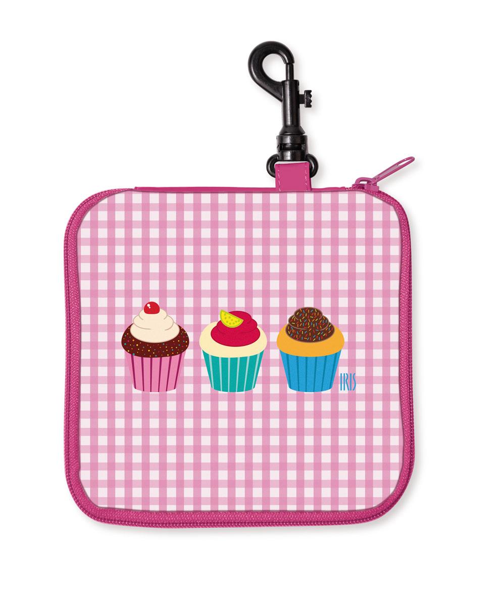 Термобутербродница мягкая Iris Barcelona Snack Rico, цвет: розовый, белый, 16 х 16 см9916-TCCТермобутербродница выполнена из полиэстера и застегивается на застежку-молнию. Термобутербродница Iris Barcelona Snack Rico - это самый веселый способ взять с собой бутерброды. Специальный фиксирующий поясок не позволит бутерброду распасться, а внутреннее покрытие из теплоизолирующего материала в течение нескольких часов сохранит свежесть и вкус. Безопасный пластмассовый карабин позволит легко пристегнуть бутербродницу к ранцу или сумке.В комплект входит подарок - забавный брелок для ключей из коллекции Snack Rico. Заменяет все одноразовые упаковки. При бережном использовании прослужит не один год.