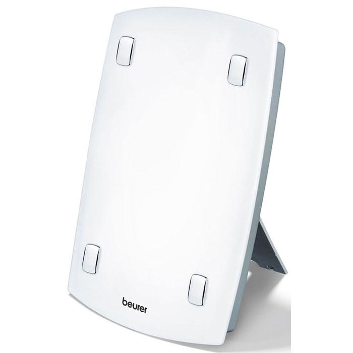Прибор дневного света Beurer TL 60 – это «солнышко» в вашем доме. Он восстановит недостаток «витамином настроения», окажет профилактическое и даже лечебное воздействие. В зимние месяцы мы испытываем недостаток света, Beurer TL 60 быстро восполнит этот дефицит. Аппарат можно установить на полу, на столе или подвесить на стенку. Интенсивность света измеряется в люксах, где свет одного люкса идентичен излучению одной свечи. Прибор дневного света Beurer TL 60 способен излучать более 7000 люксов, именно поэтому он может оказывать терапевтическое воздействие.