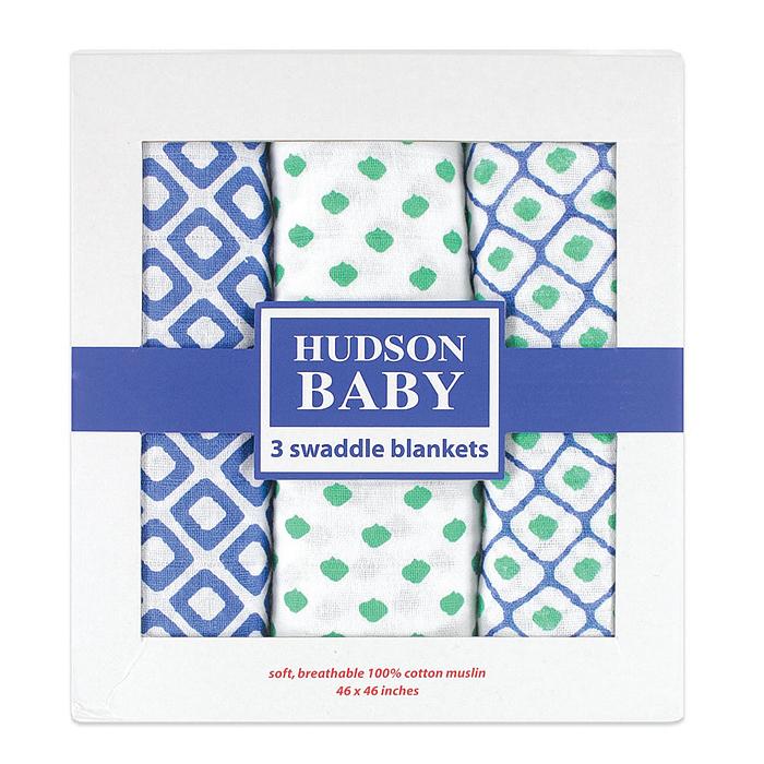 Набор пеленок Hudson Baby Графические узоры, цвет: белый, синий, зеленый, 116 см х 116 см, 3 шт50486_голубНабор пеленок для новорожденных Hudson Baby Графические узоры станет незаменимым помощником в уходе за ребенком. Изготовлены из легкого и приятного на ощупь муслина. Пеленки имеют большой размер, просты в использовании, многофункциональны. Их можно использовать не только для пеленания, но и как легкие покрывальца для кроватки или коляски, как накидку для мамы и малыша во время грудного кормления и многих других целей. В набор входят три пеленки, оформленные различными принтами.Красивая упаковка делает этот комплект прекрасным, ярким и незабываемым подарком!