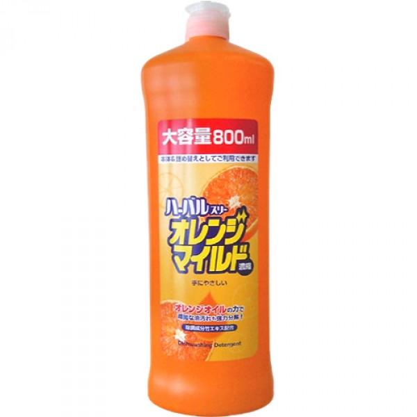 Средство для мытья посуды Mitsuei, концентрированное, с ароматом апельсина, 800 мл040351Средство для мытья посуды Mitsuei с ароматом апельсина предназначено для мытья столовой посуды, посуды для приготовления пищи, овощей и фруктов.Средство полностью удаляет трудновыводимые пятна жира. В состав средства входят натуральные ингредиенты, поэтому оно прекрасно уничтожает неприятный запах и обладает антибактериальными свойствами.Экологически чистый продукт. Экономичная упаковка! Расход в 2 раза меньше обычного средства. Средство содержит растительный экстракт безопасный для кожи рук. Не сушит и не раздражает кожу рук! Не оставляет запаха на овощах и фруктах! Средство прекрасно смывается водой с любой поверхности полностью и без остатка. Подходит для мытья детской посуды и аксессуаров для кормления новорожденных.Состав: ПАВ (нормальный 26% алкибензол сульфонат натрия, полиоксиэтилен алкил эфир, алканоламидат жирной кислоты), стабилизатор, загущающая добавка.Товар сертифицирован.