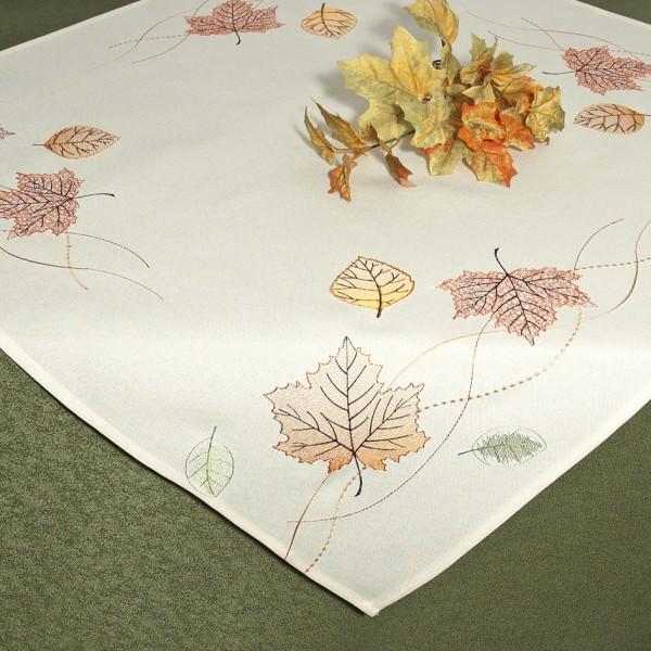 Скатерть Schaefer, квадратная, цвет: молочный, 85x 85 см. 07451-10007451-100Скатерть Schaefer изготовлена из полиэстера и украшена вышивкой в виде листочков.Изделия из полиэстера легко стирать: они не мнутся, не садятся и быстро сохнут, они более долговечны, чем изделия из натуральных волокон. Кроме того, ткань обладает водоотталкивающими свойствами. Такая скатерть будет просто не заменима на кухне, а особенно на вашем обеденном столе на даче под открытым небом. Скатерть Schaefer не останется без внимания ваших гостей, а вас будет ежедневно радовать ярким дизайном и несравненным качеством.Немецкая компания Schaefer создана в 1921 году. На протяжении всего времени существования она создает уникальные коллекции домашнего текстиля для гостиных, спален, кухонь и ванных комнат. Дизайнерские идеи немецких художников компании Schaefer воплощаются в текстильных изделиях, которые сделают ваш дом красивее и уютнее и не останутся незамеченными вашими гостями. Дарите себе и близким красоту каждый день! Изысканный текстиль от немецкой компании Schaefer - это красота, стиль и уют в вашем доме.